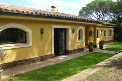 Просторный дом с бассейном и террасами на Коста Брава